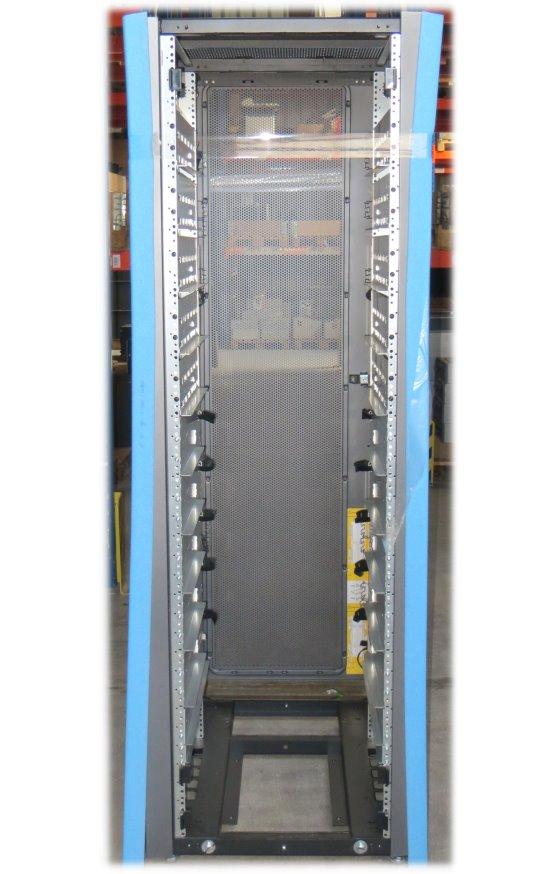 EMC² T-Rack 1 Serverschrank 40HE mit Rackschienen + 4x Steckerleiste á 12x C13 Anschlüsse