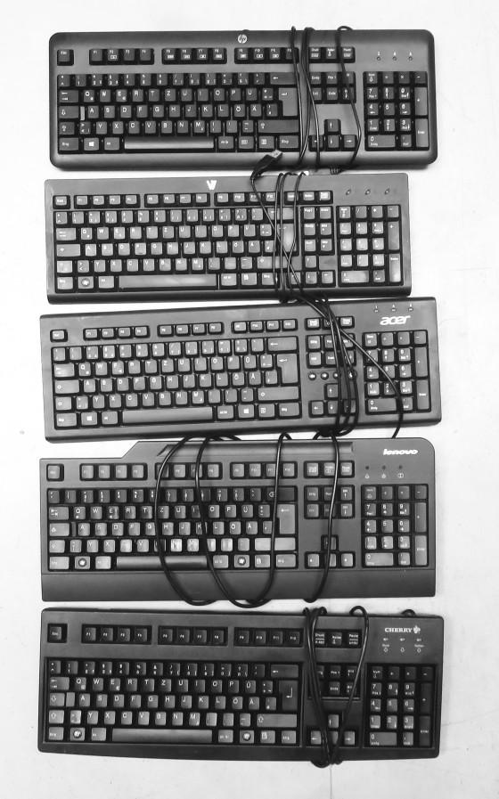 Gebrauchte PC Tastatur PS/2 Deutsch Farbe schwarz