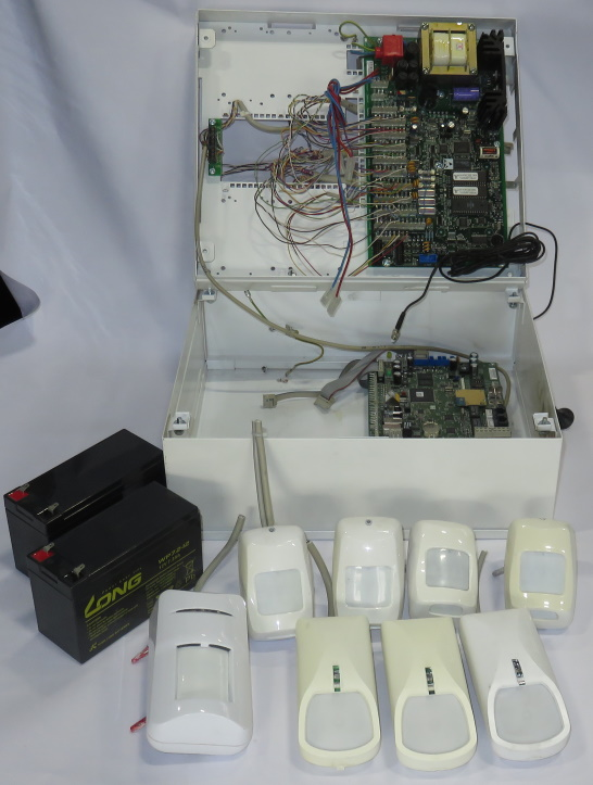 Telenot Complex 400 Alarmzentrale EMZ + GSM BT400 2x Akkus 8x Bewegungsmelder