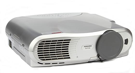 Toshiba TLP780E LCD Beamer 2000 ANSI/LU 400:1 Lampe unter 500 Stunden B-Ware