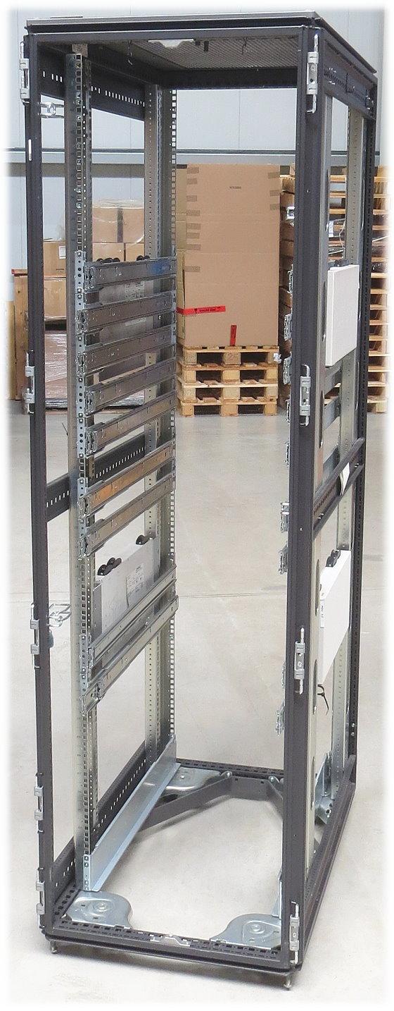 Compaq 10000 Serverschrank 42HE mit 4x PDU á 12 Anschlüsse auf Rollen