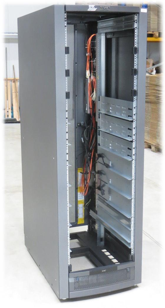 EMC² T-Rack1 Serverschrank 40HE 4x PDU á 13 Anschlüsse 7x Rackschienen