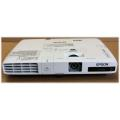 Epson EB-1776W LCD Beamer HDMI 3000 ANSI 2000:1 mit Fernbedienung Lampe unter 750Std.