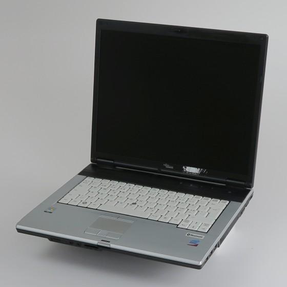 FSC Lifebook E8310 Core 2 Duo T8300 2,4GHz 2GB DVD±RW ohne NT/HDD dänisch C-Ware