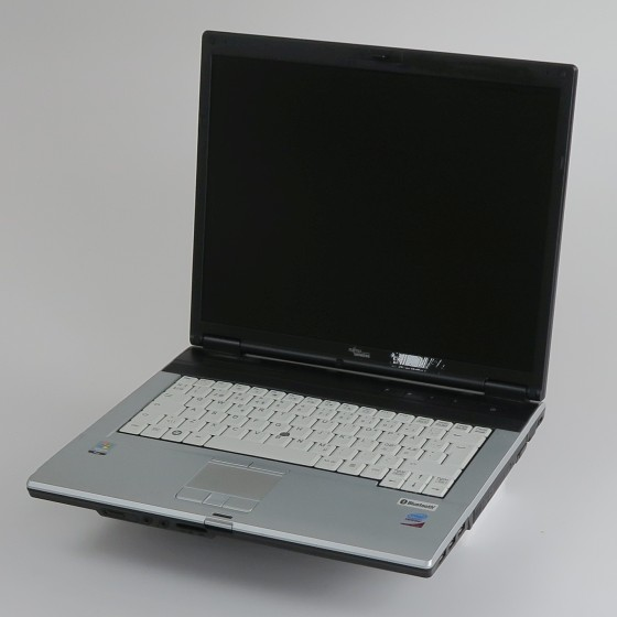 FSC Lifebook E8310 Core 2 Duo T7100 1,8GHz 2GB DVD±RW ohne NT/HDD dänisch C-Ware