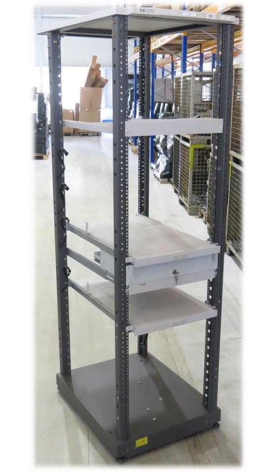 HP Rack A4902A Serverschrank 40HE/40U auf Rollen mit 2x Zwischenboden ausziebar ohne Türen