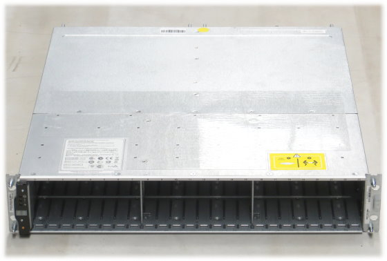 """NetApp DS2246 SAS Data Storage 24x 2,5"""" 2x PSU 2x IOM6 111-00804 im 19 Zoll Rack"""