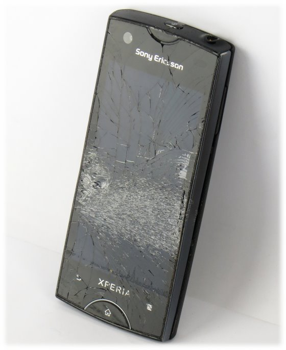 Sony Ericsson Xperia Ray Smartphone ST18i defekt an Bastler