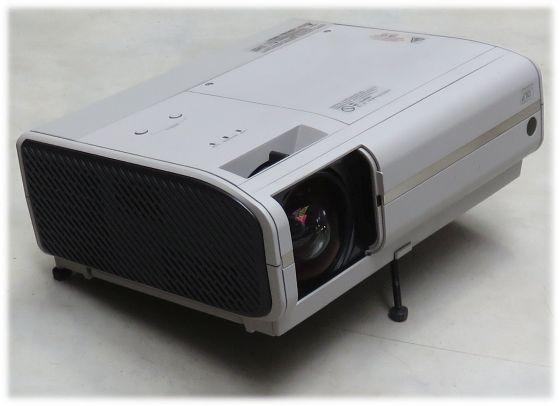 Toshiba TDP-SB20 DLP Beamer Projektor 2200ANSI/LU mit Fernbedienung