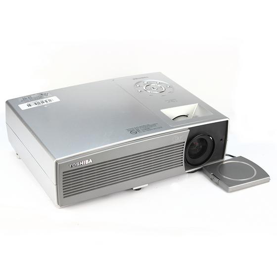 Toshiba TDP-T100 DLP Beamer 2600 ANSI/LU 2000:1 Lampe unter 1250 Stunden
