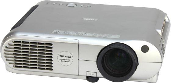 Toshiba TLP670 LCD Beamer Projektor 1300 ANSI/LU 400:1 Lampe unter 1500Std