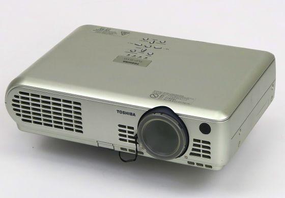 Toshiba TLP-S10 LCD Beamer Projektor mit Fernbedienung