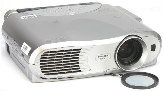 Toshiba TLP781 LCD Beamer Projektor 2000 ANSI/LU mit Kamera C- Ware unter 1250 Stunden